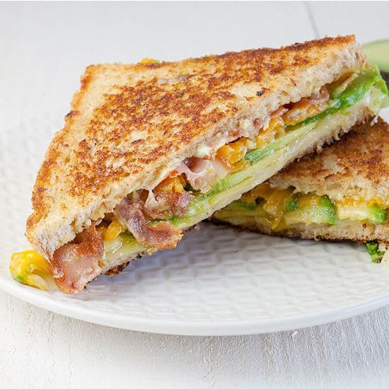 Gegrilde avocado sandwich