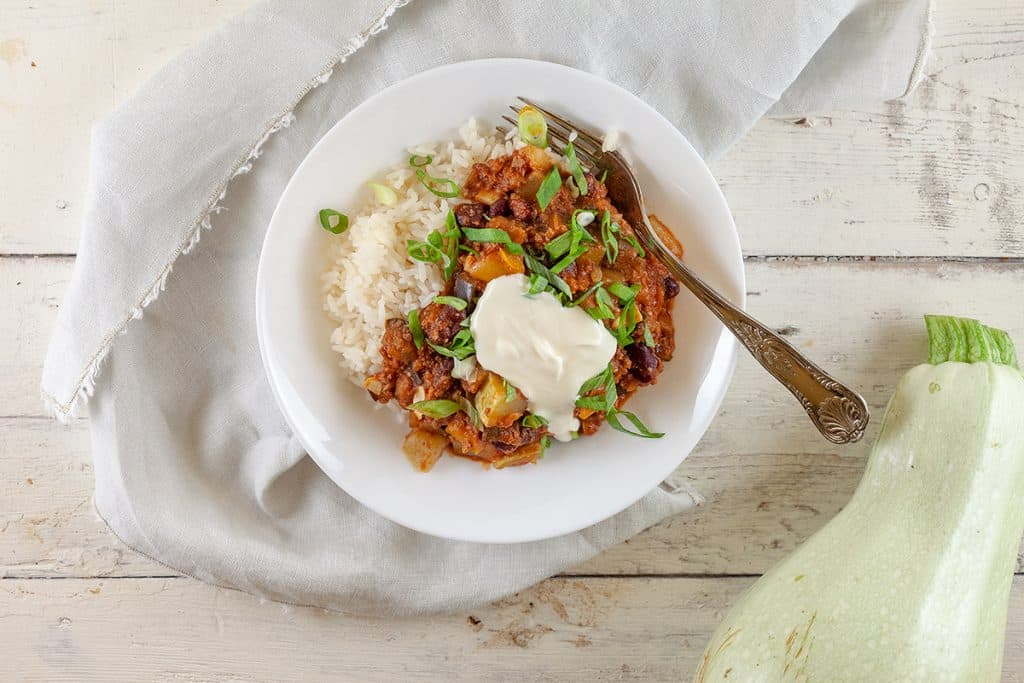 Chili con carne met witte courgette